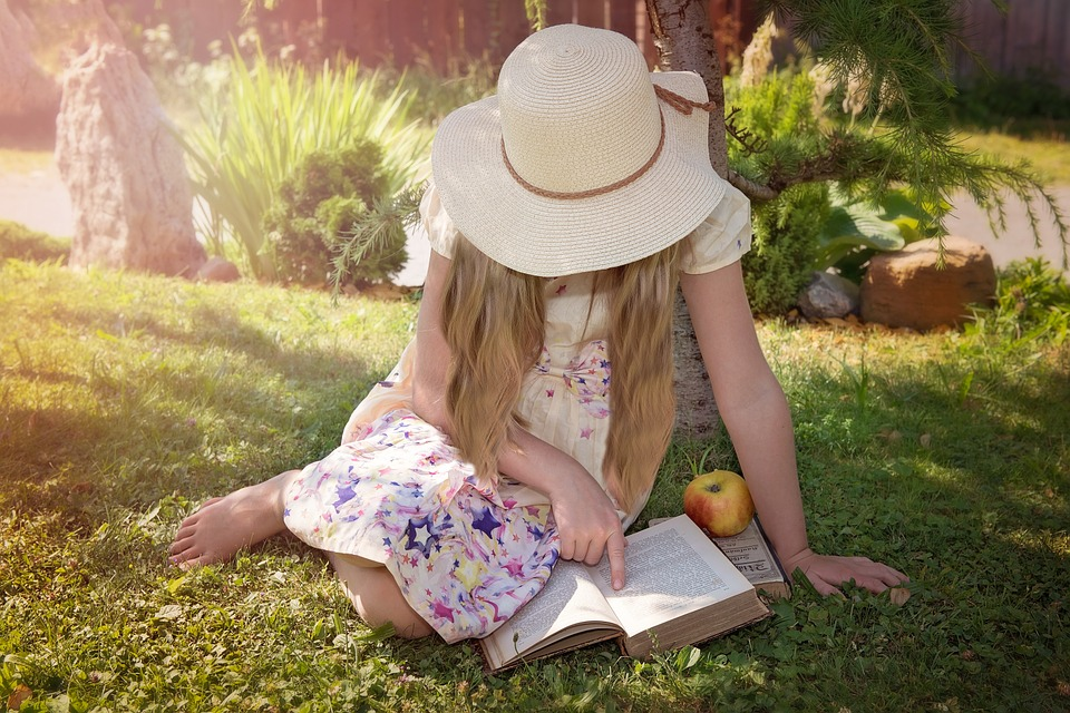 fille-livre-education