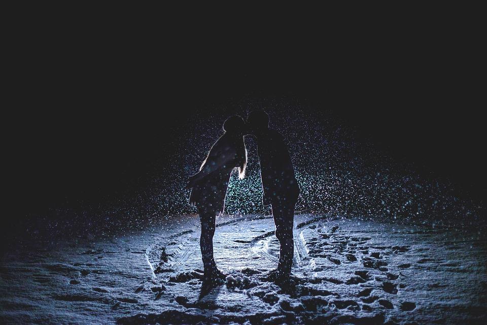couple-kissing-1149677_960_720
